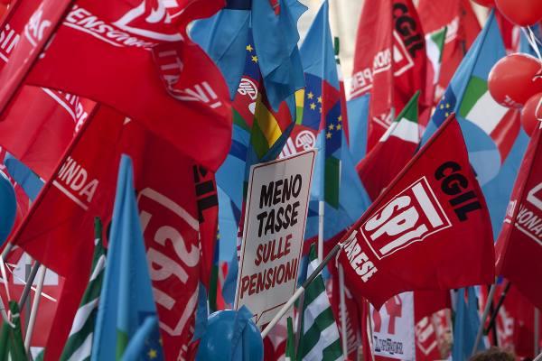 bandiere spi fnp uilp manifestazione