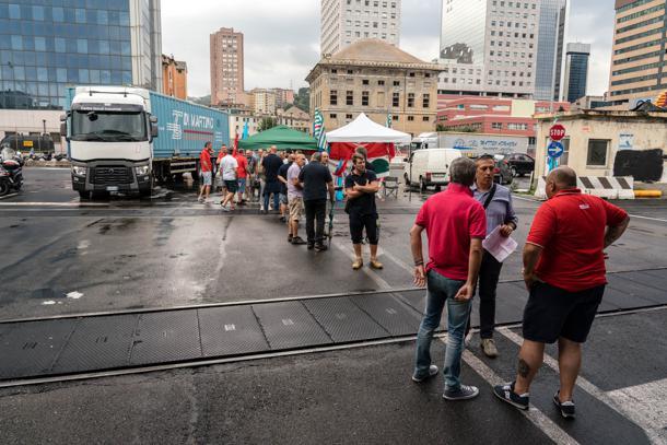 foto sciopero autotrasporto