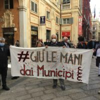 manifestazione contro ridimensionamento municipi
